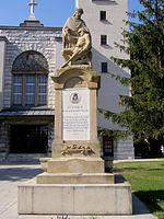 Pomník_padlým_v_1._a_2._svetovej_vojne_(Lamač), zdroj wikipédia